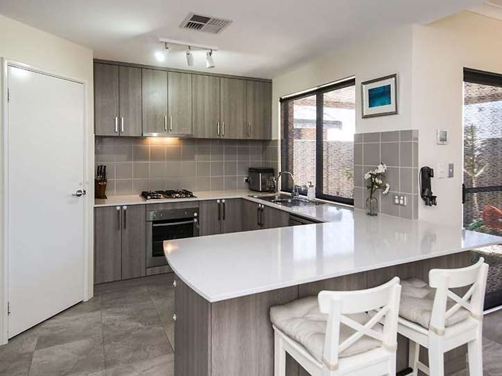6/15 Blackfriars Meander, Piara Waters