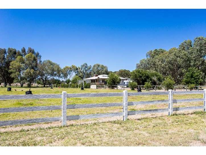 4 Rain Lover Court, Darling Downs