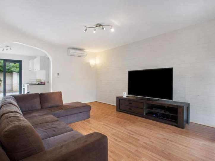 2/5 Swanbourne Street, Fremantle